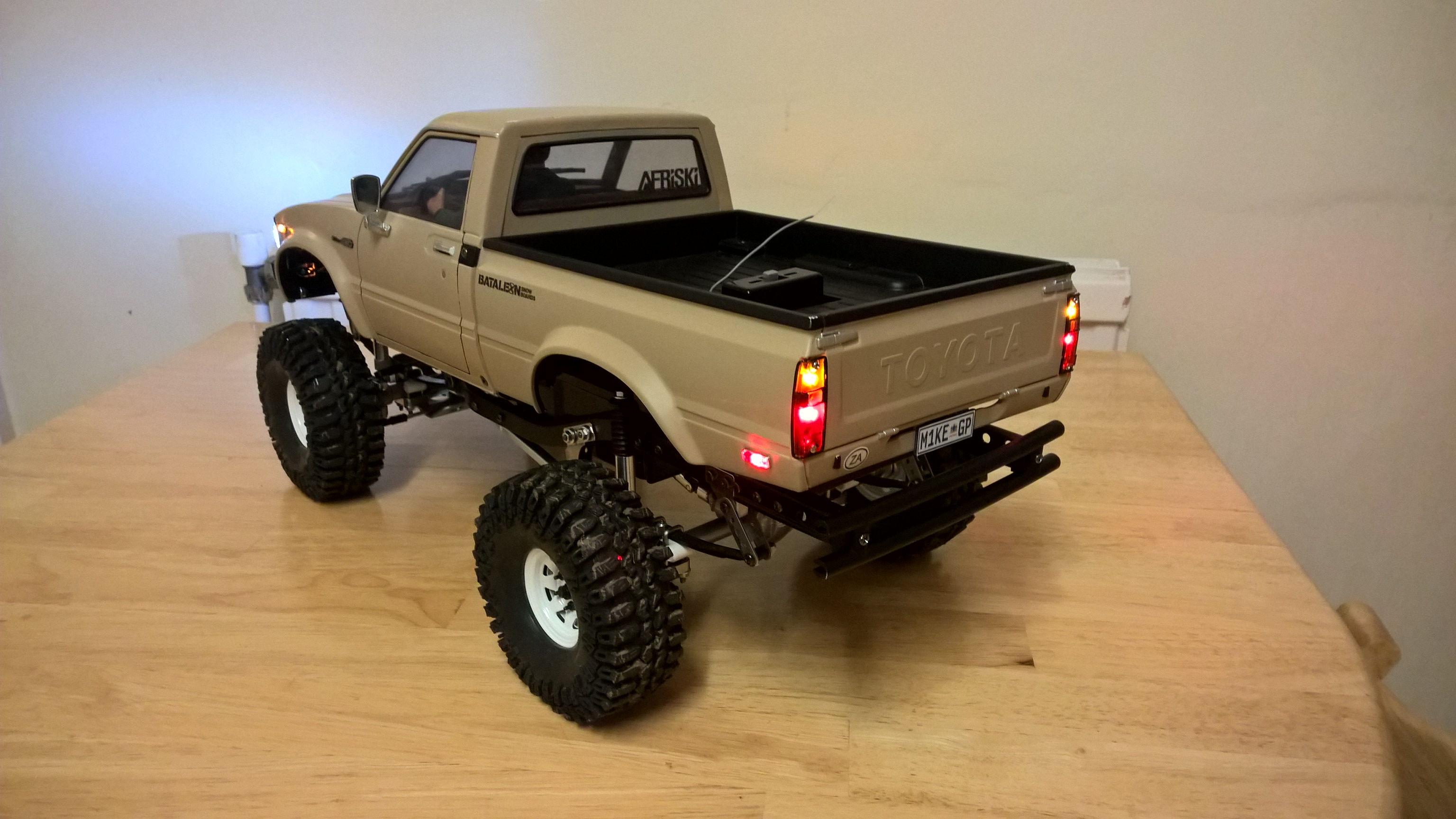 rc 1 10 scale tamiya hilux mountain rider the build. Black Bedroom Furniture Sets. Home Design Ideas